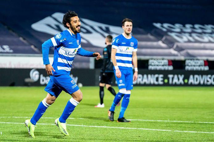 Een blije Reza Ghoochannejhad na zijn 2-2 tegen Heracles.