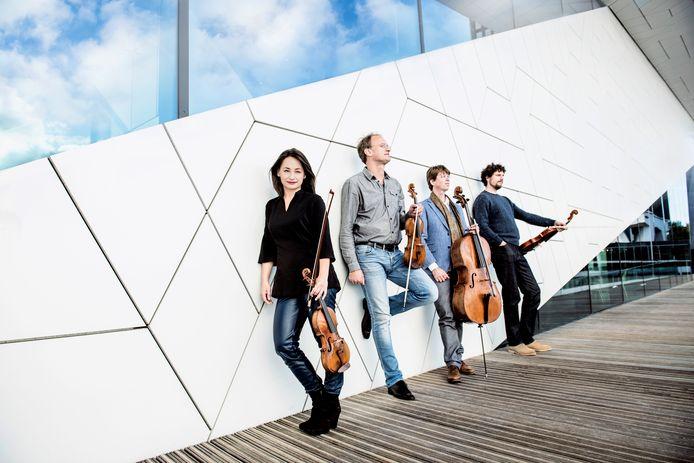 Het Ruysdael Kwartet, met (vlnr) Emi Ohi Resnick (viool), Joris van Rijn (viool), Jeroen den Herder (cello) en Gijs Kramers (altviool), organisator van Zoom!.