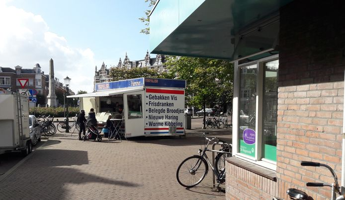 De komst van een nieuwe viskraam aan het Regentesseplein heeft tot raadsvragen geleid van de Haagse Stadspartij