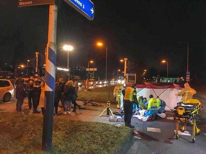 Op de kruising van de Eisenhowerlaan (naar Helmond) met de Wolvendijk (naar Nuenen) reed januari 2018 een BMW een fietsster aan. Zij raakte zwaargewond en raakte haar been kwijt. De dader reed door.