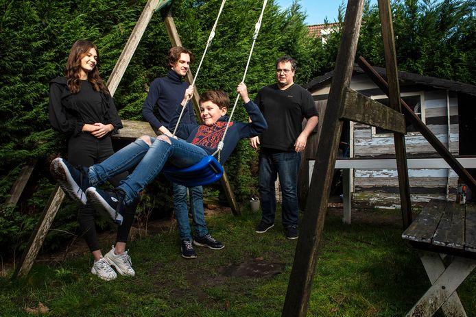 Dragan met zijn kinderen Vera, Luca en Sacha.