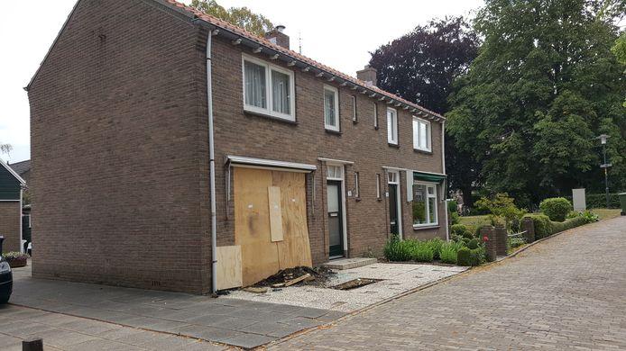 Er was flinke schade aan het huis vanwege het ongeval.