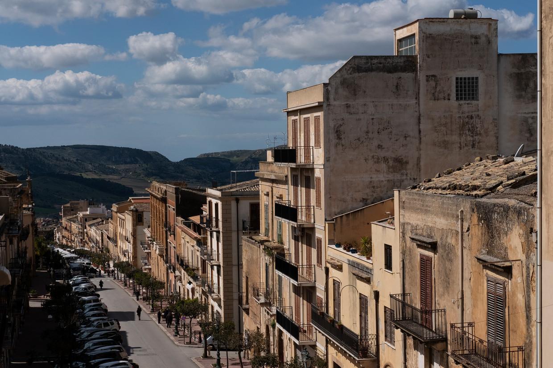 Het Siciliaanse dorp Sambuca. De gemeente begon in 2019 huizen voor 1 euro te verkopen.  Beeld Giulio Piscitelli