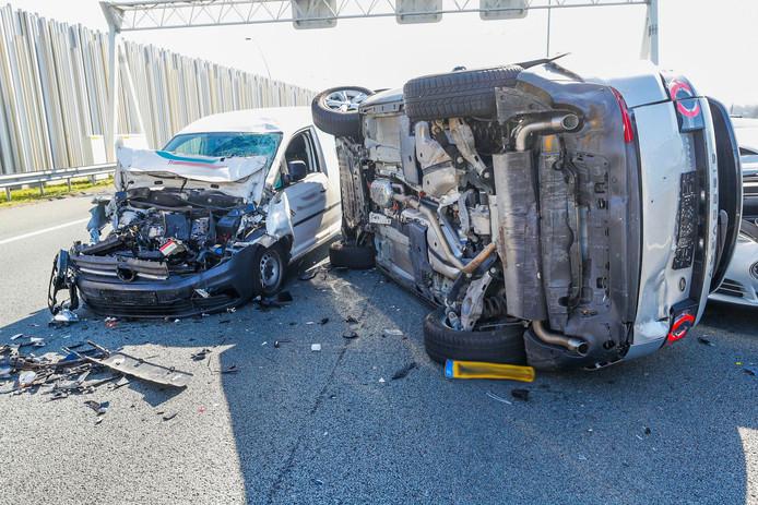 Ongeluk met vier voertuigen op De Hogt bij Eindhoven.