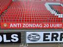 De stoeltjes in het Philips Stadion bleven de eerste minuten van de wedstrijd tegen ADO leeg vanwege een protestactie.