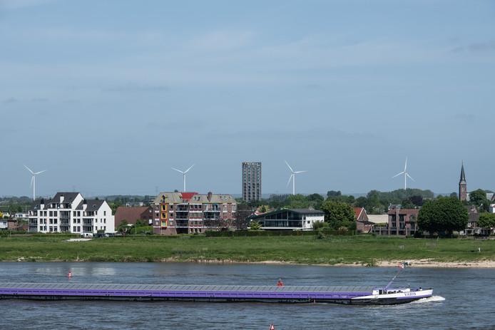 De Waal bij Nijmegen, een drukke scheepvaartroute.