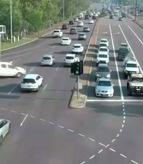 Video van de Dag | Zien om te geloven: deze automobilist heeft wel heel veel geluk!