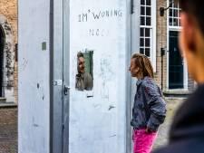 Dakloze Bob bracht 24 uur in een telefooncel door als protest tegen woningnood: 'Kunnen we hem niet iets bieden? De zolder?'