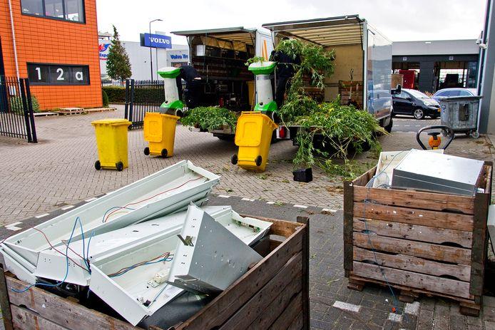 De hennepkwekerij in Alblasserdam werd door een gespecialiseerd bedrijf ontmanteld.