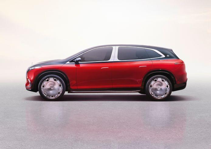 Denk het chroom, de grote wielen en de tweekleurige lek weg en je kijkt naar de 'gewone' Mercedes EQS SUV