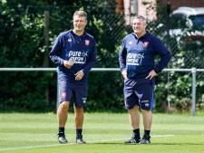 Ron Jans stelt zijn assistenten bij FC Twente even voor