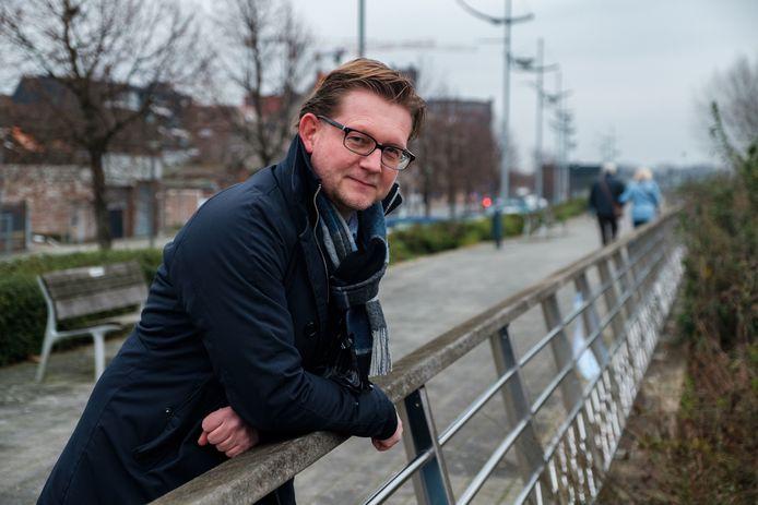 Makelaar Yves De Saeger op de Kaai van Boom, aan de Rupel, die de komende jaren moet uitgroeien tot hét paradepaardje van de Rupelstreek.