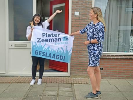 Leerkrachten hangen hoogstpersoonlijk de vlag uit bij 193 geslaagde Pieter Zeeman-scholieren