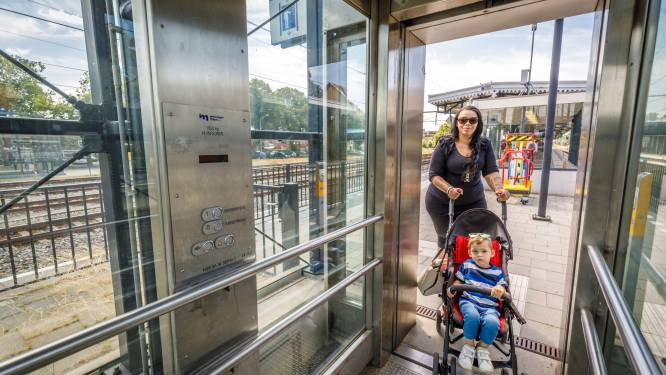 Stronteigenwijze lift station Meppel gijzelt treinreizigers