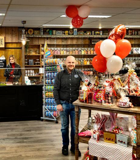 Ouderwets snoep scheppen in de 'zoetwarensupermarkt': De Zoete Inval naar vier keer zo groot pand