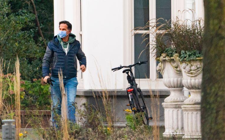 Mark Rutte komt aan bij het Catshuis voor een extra corona-overleg. Aanleiding daarvoor is het stijgende aantal besmettingen met het coronavirus de afgelopen week.  Beeld Freek van den Bergh / de Volkskrant