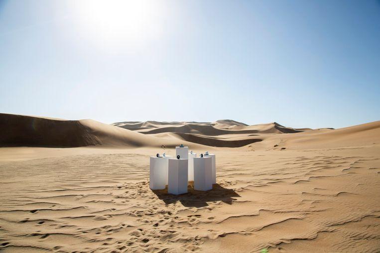 Betere Ergens in de Namibische woestijn staat 'Africa' van Toto op een RC-04