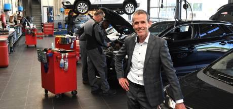 Dick staat aan het hoofd van oudste autobedrijf in de regio: 'Trots dat we 125 jaar bestaan'