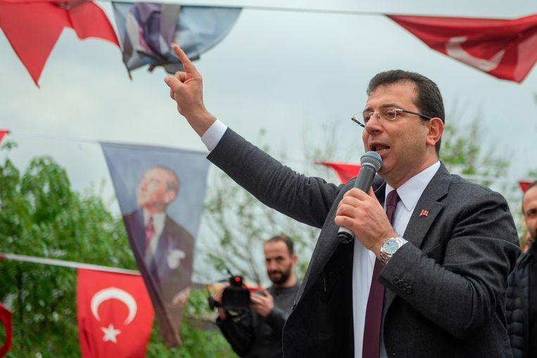 CHP-kandidaat Ekrem Imamoglu tijdens een partijbijeenkomst in Istanbul. Beeld AFP