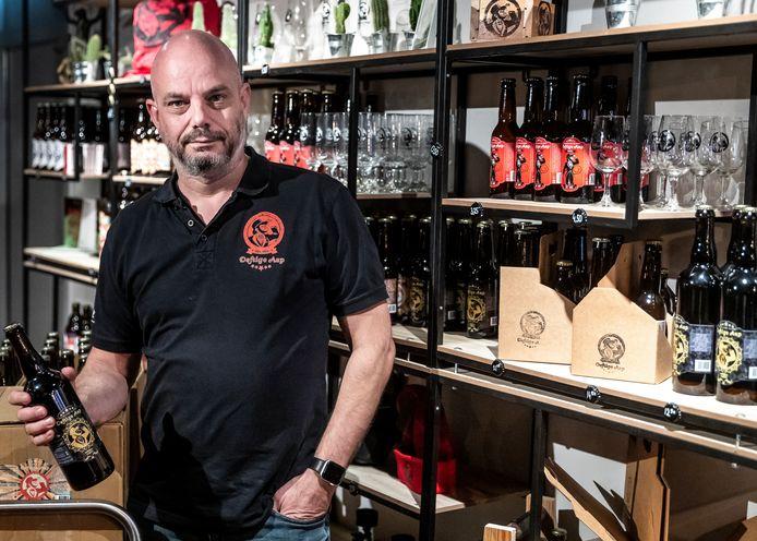Mark van den Bogaard van stadsbrouwerij D'n Defitge Aap in Helmond baalt van de accijnsverhoging die eraan komt.