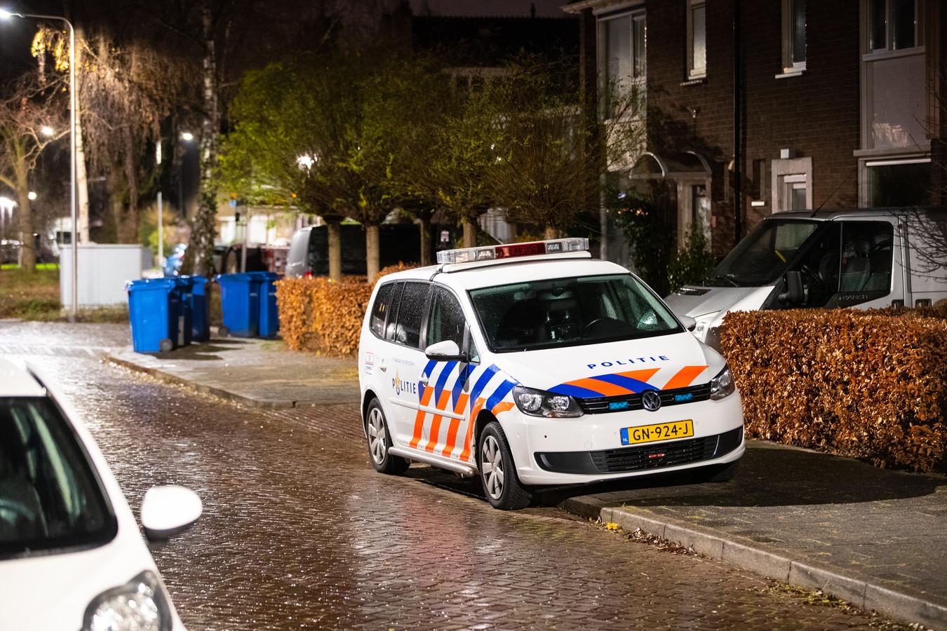 In de nacht van 9 op 10 december doet de politie onderzoek naar de woningoverval in de Willem Barentszstraat in de wijk Wipstrik.