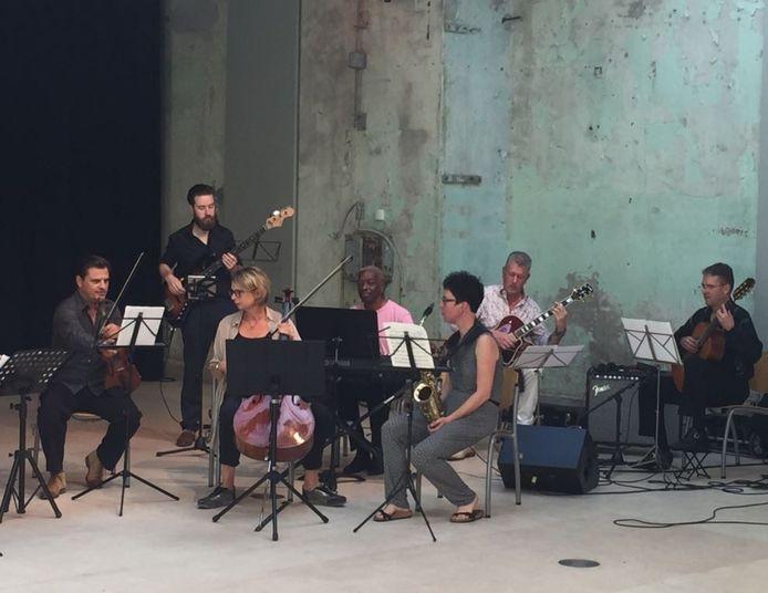 Het KEC-orkest, dat zou optreden op de Uitmarkt