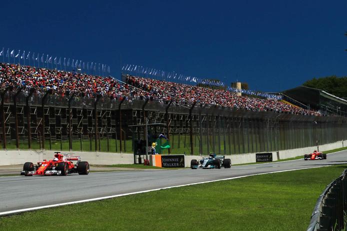 Fans op het circuit van Interlagos in São Paulo.