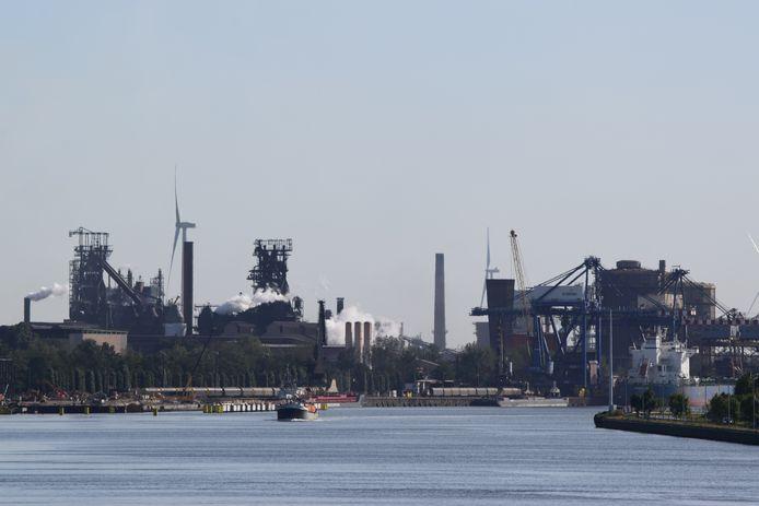 De provincie Oost-Vlaanderen onderzoekt of het mogelijk is om een warmtenet aan te leggen tussen de site van ArcelorMittal en het centrum van Zelzate.