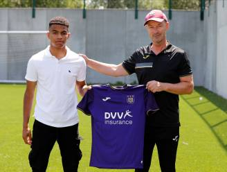Anderlecht maakt werk van de toekomst: drie jeugdspelers tekenen eerste profcontract bij paars-wit