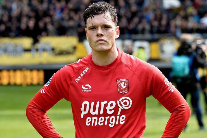 Tom Boere staart voor zich uit. Vorig seizoen werd hij nog topscorer van de Jupiler League, dit seizoen scoorde hij slechts vijf keer in dertig duels.