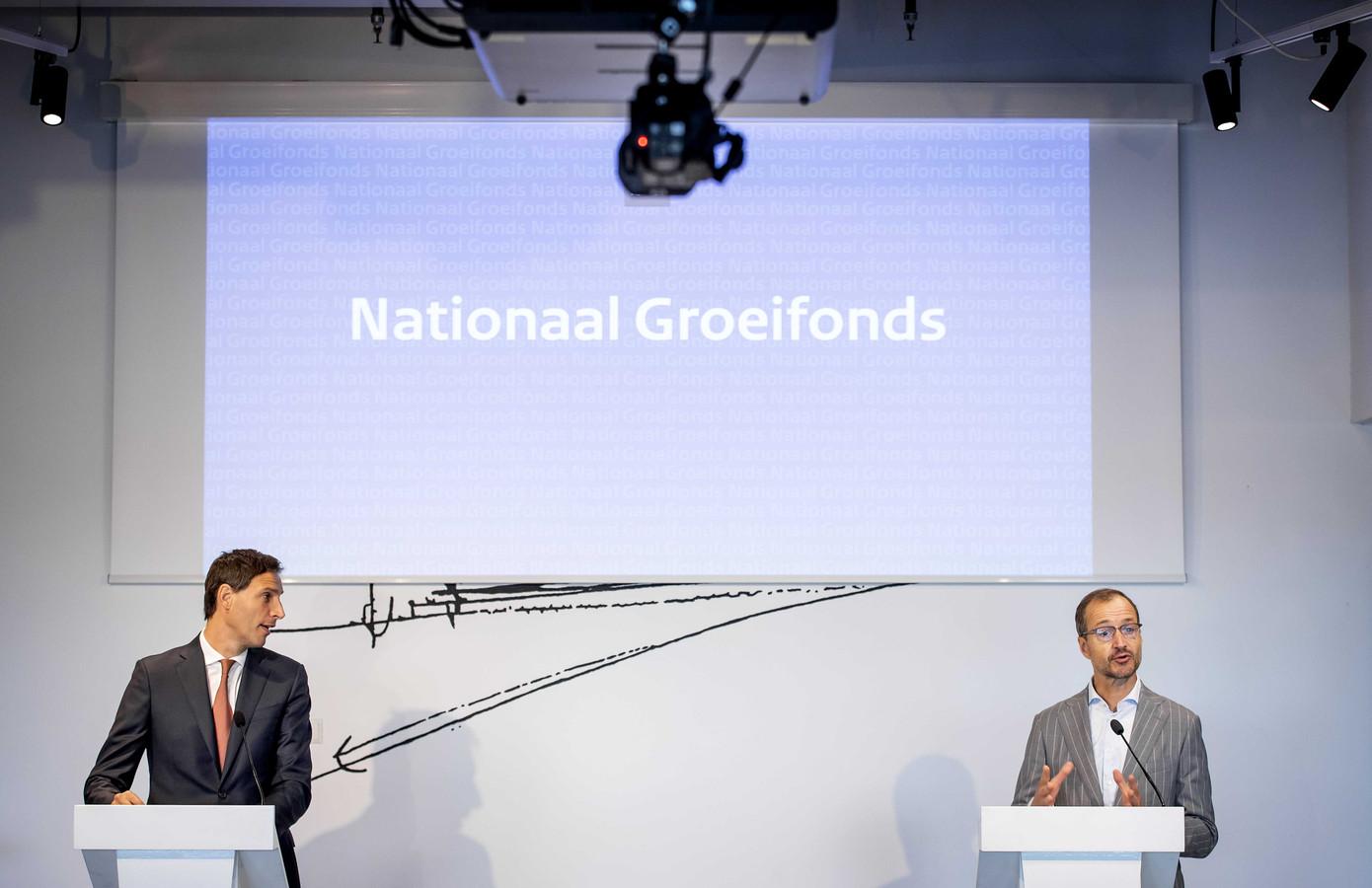Vorig jaar presenteerden toenmalig ministers Wopke Hoekstra en Eric Wiebes hun plannen voor het Nationaal Groeifonds, ook wel het WopkeWiebes-fonds genoemd. Wiebes is inmiddels opgevolgd door Bas van 't Wout, Hoekstra maakt nog wel deel uit van het kabinet, dat inmiddels demissionair is.