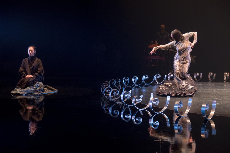 Zangeres Anna Sato (Japan) en flamencodanseres Eva Yerbabuena (Spanje) in Cuentos de Azúcar (Suikerverhalen) tijdens de  Intermezzo Flamenco Serie.