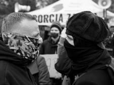Een Almeloër, een camera en een generatieconflict: hoe Kris (38) werd gegrepen door massaprotesten in Polen