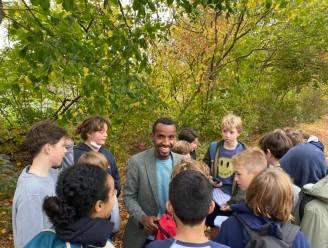 """Loopsensatie Bashir Abdi moedigt leerlingen Sint-Barbaracollege aan: """"Sporten werkt bevrijdend"""""""