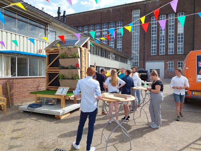 De Infrawall ontwikkeld door zes studenten van de Hogeschool van Arnhem en Nijmegen. Ze hebben er op de Kleefse Waard in Arnhem aan gewerkt.