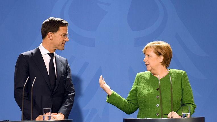 Premier Rutte bracht maandag een bezoek aan bondskanselier Merkel in Berlijn. Beeld belga