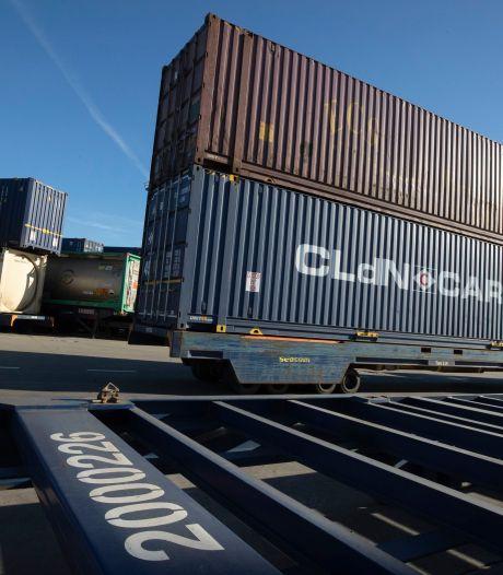 Tot zeven maanden cel voor transmigranten die vast kwamen te zitten in container en zelf hulpdiensten opbelden