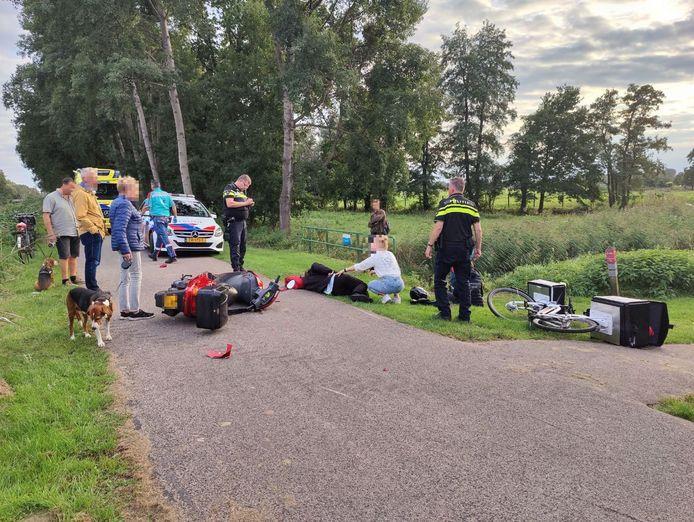 Het ongeval met de elektrische fiets en de scooter vond plaats op de Kanaaldijk Westzijde in Raalte.