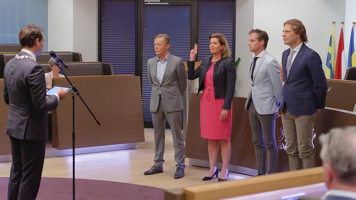 Het huidige college werd in mei beëdigd door burgemeester Harm-Jan van Schaik. Vlnr Gert Jan van Noort (Harderwijk Anders), Christianne van der Wal (VVD), Jeroen de Jong (CDA) en Marcel Companjen (ChristenUnie).