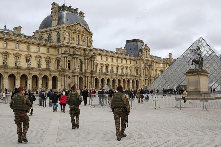 Franse soldaten aan het Louvre. Beeld AP