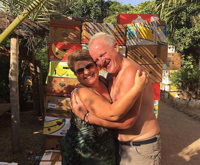 Maria en Ludo zijn liever in Senegal waar ze de lokale bevolking helpen waar ze kunnen.