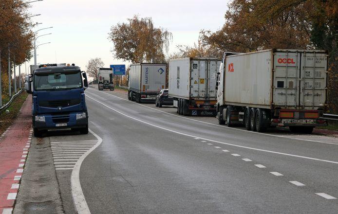 Dexters reed op 30 november om 4 uur 's ochtends met de Jaguar van haar partner Michael Peeters tegen de oplegger van een geparkeerde vrachtwagen in Olen.