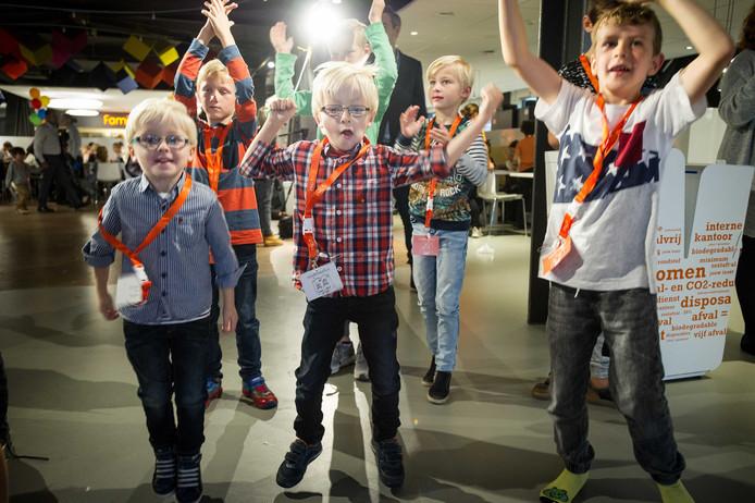 Kinderen vieren feest bij ING.