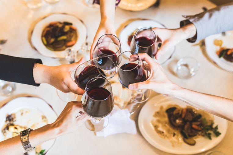 Goedkope wijn, te veel sulfieten, een allergie… Het zijn maar enkele van de populaire excuses die we gebruiken wanneer een avondje met veel alcohol ons met hoofdpijn opzadelt. Sommelier Sepideh Sedaghati is duidelijk: 'Ook dure wijn kan je hoofdpijn bezorgen.' Wat veroorzaakt dan precies die vervelende kater?