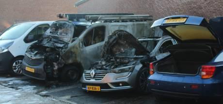Drie auto's gaan in vlammen op in Maarssenbroek