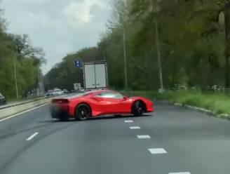 Ferraribestuurder onder invloed geeft plankgas en verliest meteen controle