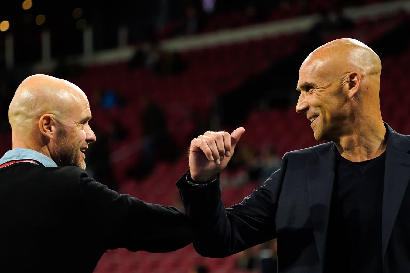 Thomas Letsch (rechts) begroet Ajax-trainer Erik ten Hag.