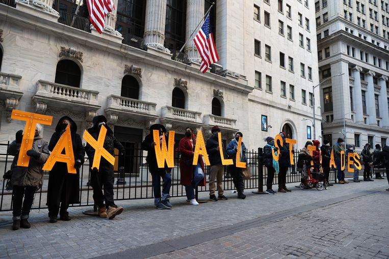 Een protest voor de beurs in New York als reactie op Robinhood.  Beeld Anadolu Agency via Getty Images