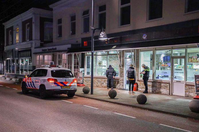 Politie op de plek van de overval.