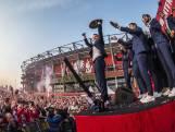 Teruglezen   Tienduizenden fans huldigen kampioen FC Twente